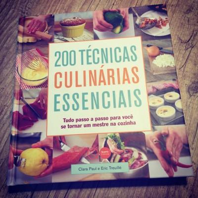 200 Técnicas Culinárias Essenciais, de Clara Paul e Eric Treullie